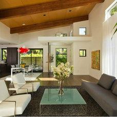 Modern Living Room by Giulietti Schouten Architects