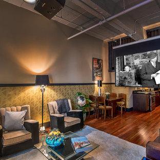 Ejemplo de salón abierto, bohemio, pequeño, con paredes multicolor, suelo de madera en tonos medios y televisor colgado en la pared