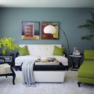 Imagen de salón vintage, de tamaño medio, con paredes verdes y moqueta