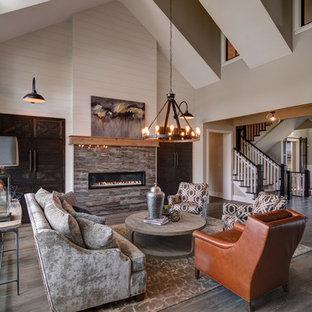 Immagine di un soggiorno country aperto con sala formale, pareti beige, pavimento in laminato, camino lineare Ribbon e cornice del camino piastrellata