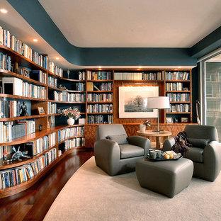 Modelo de biblioteca en casa actual de tamaño medio