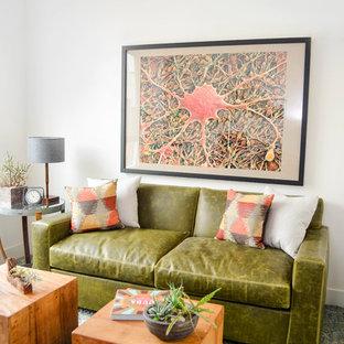 Ispirazione per un soggiorno minimal di medie dimensioni con pareti bianche, moquette, nessun camino e pavimento verde