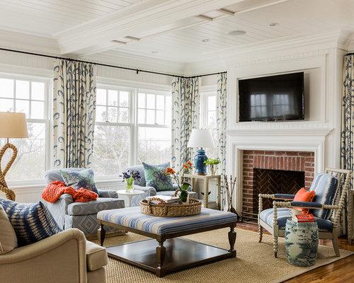 salon avec un manteau de chemin e en brique et un t l viseur fix au mur photos et id es d co. Black Bedroom Furniture Sets. Home Design Ideas