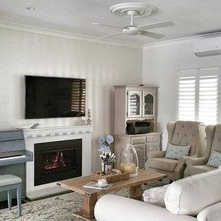 Shabby-Chic-Style Wohnzimmer mit Kaminsims aus Backstein Ideen ...