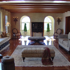 Traditional Living Room by Maureen Reddy