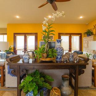 ハワイの広いアジアンスタイルのおしゃれなLDK (フォーマル、黄色い壁、磁器タイルの床、壁掛け型テレビ) の写真