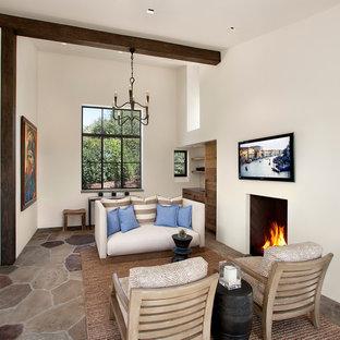 サンタバーバラの中サイズの地中海スタイルのおしゃれなLDK (フォーマル、白い壁、標準型暖炉、壁掛け型テレビ) の写真