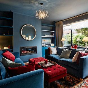 Idéer för mellanstora vintage separata vardagsrum, med ett finrum, blå väggar, ljust trägolv, en bred öppen spis, en fristående TV och beiget golv