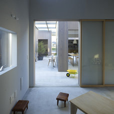 Contemporary Living Room House in Buzen