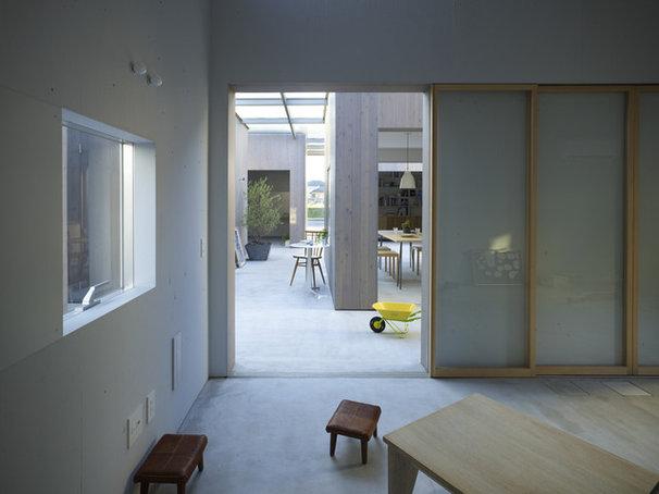 Contemporary Living Room House in Buzen