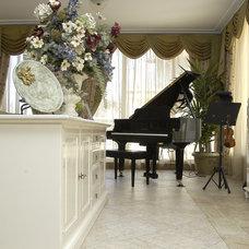 Mediterranean Living Room by Angel Mangarakov