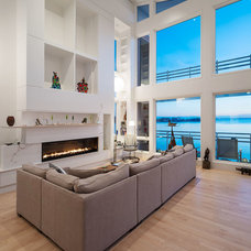 Contemporary Living Room by Architect J.Woodson Rainey, Jr