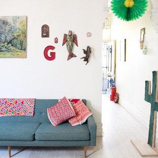 Foto di un soggiorno boho chic con pareti bianche