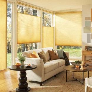 フィラデルフィアの中サイズのトランジショナルスタイルのおしゃれなLDK (フォーマル、白い壁、淡色無垢フローリング、暖炉なし、テレビなし) の写真