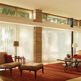 セントルイスの大きいトラディショナルスタイルのおしゃれなLDK (フォーマル、マルチカラーの壁、トラバーチンの床) の写真