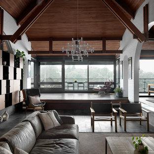 Foto di un grande soggiorno design aperto con sala formale, pareti bianche, pavimento in ardesia, camino ad angolo, cornice del camino in intonaco, TV nascosta e pavimento grigio