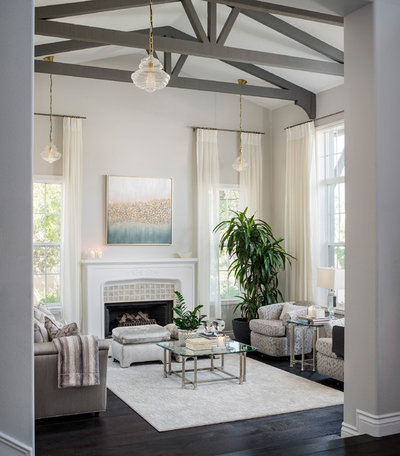Transitional Living Room by Suzie Parkinson SÜZA DESIGN
