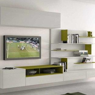 Foto di un grande soggiorno minimalista aperto con pavimento in cemento, nessun camino, TV a parete e pavimento bianco
