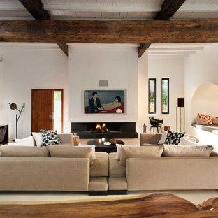 Ispirazione per un grande soggiorno mediterraneo chiuso con sala formale, pareti bianche, camino lineare Ribbon, pavimento con piastrelle in ceramica e nessuna TV