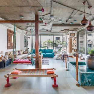 Kleines Eklektisches Wohnzimmer in Mumbai
