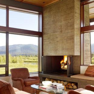 Diseño de salón minimalista con marco de chimenea de hormigón