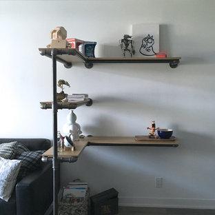 Immagine di un piccolo soggiorno industriale aperto con pareti bianche e parquet scuro