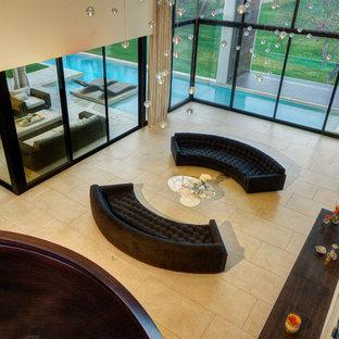 Idées déco pour un très grand salon moderne ouvert avec une salle de réception, un mur beige, un sol en calcaire, aucune cheminée et aucun téléviseur.