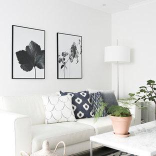 Foto de salón cerrado, nórdico, pequeño, sin chimenea, con paredes blancas