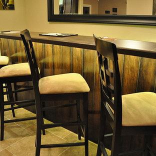 Foto di un soggiorno contemporaneo di medie dimensioni e aperto con angolo bar, pareti beige e pavimento in gres porcellanato