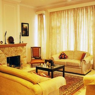 デリーの中サイズのコンテンポラリースタイルのおしゃれな独立型リビング (フォーマル、ベージュの壁、大理石の床、標準型暖炉、石材の暖炉まわり、テレビなし) の写真
