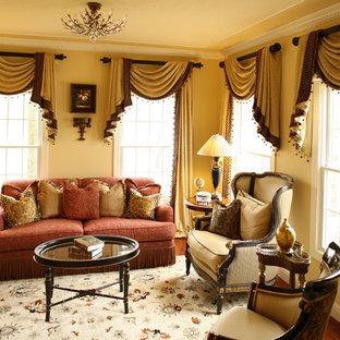 Foto di un soggiorno classico di medie dimensioni e aperto con sala formale e pareti gialle