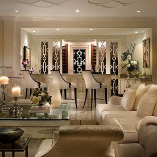 Foto di un soggiorno chic con angolo bar e pavimento in marmo