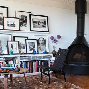 Modernes Wohnzimmer mit weißer Wandfarbe in Los Angeles