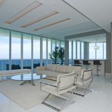 Modern Living Room by Stambul LLC