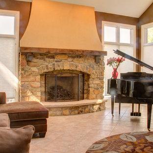 シカゴの大きいトラディショナルスタイルのおしゃれな独立型リビング (フォーマル、茶色い壁、リノリウムの床、標準型暖炉、石材の暖炉まわり、テレビなし) の写真