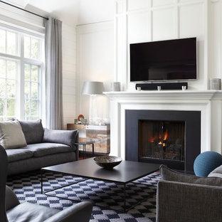 Diseño de salón para visitas cerrado, tradicional renovado, de tamaño medio, sin televisor, con paredes blancas, suelo de madera oscura, chimenea tradicional y marco de chimenea de piedra