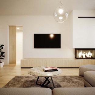 Modelo de salón abierto, minimalista, pequeño, con paredes blancas, suelo vinílico, chimenea de esquina, marco de chimenea de yeso, pared multimedia y suelo amarillo