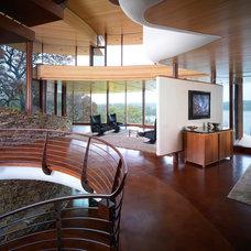 Contemporary Living Room by ROBERT HARVEY OSHATZ, ARCHITECT