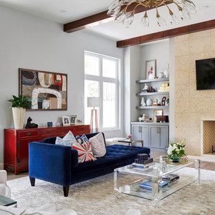 Imagen de salón contemporáneo con paredes blancas, chimenea tradicional y televisor colgado en la pared