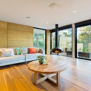 Immagine di un soggiorno minimal aperto con sala formale, camino sospeso e nessuna TV