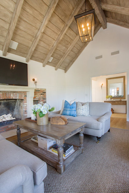 Traditional Living Room by thea home inc