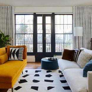 Foto di un soggiorno minimalista di medie dimensioni e stile loft con pareti blu, pavimento in laminato e nessun camino