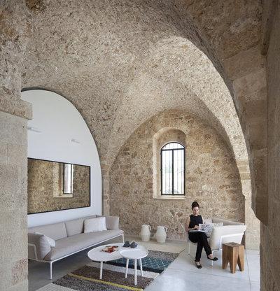 Moderno Salón by Pitsou Kedem Architect