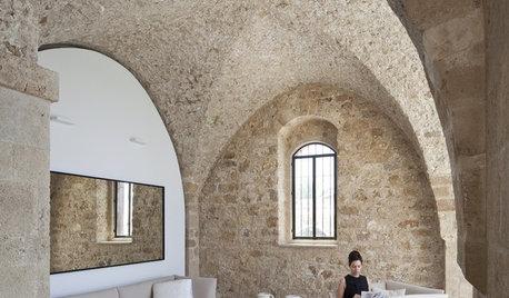 Houzzツアー:悠久の歴史を感じさせる、イスラエルの海辺に佇む美しい家