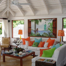 Tropical Living Room by Siegel Architects