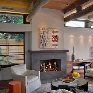 Imagen de salón de estilo zen con paredes blancas