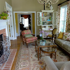 Traditional Living Room by Terra Maria Home Interiors