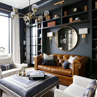 Immagine di un soggiorno classico chiuso con sala formale, pareti nere e parquet chiaro