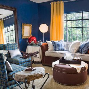 Stilmix Wohnzimmer mit blauer Wandfarbe in Los Angeles