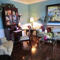 Traditional Living Room Juawanna Schuller